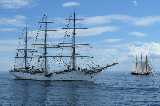 Tall Ship with USCG Aux Escort