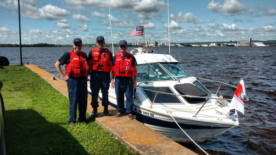 Cosxwain from Flotilla 07 and crew from 04 ready for training exercise on Superior Bay